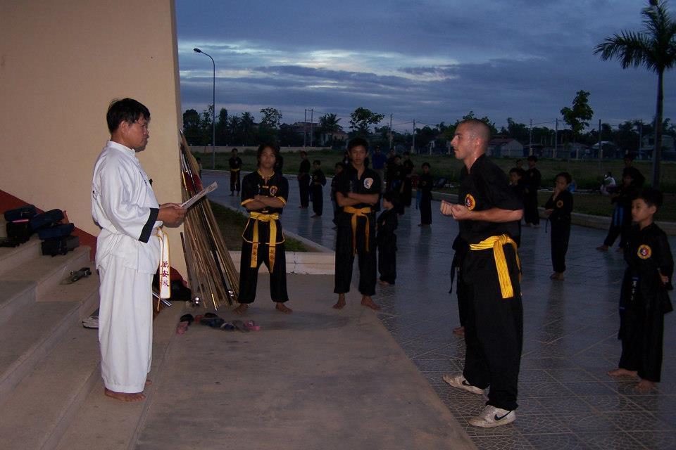 Remise de grade par Maître Kim lors d'un stage au Viêt Nam